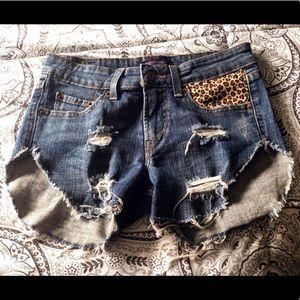 Levi's Distressed Shorts 🤩